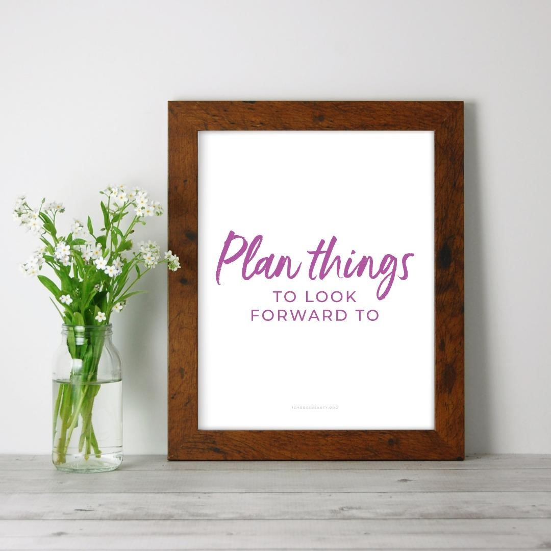 Last-minute DIY gift - just print it, frame it, and you're all set!Plan things to look forward to inspirational 8x10 printable. One of 10 new printable quotes to uplift, comfort, and empower your loved ones after this overwhelming year.🥰️Affordable (just $5.95 each)️No shipping required (simply print at home or at a local printer)️Frameable or not... your choiceColorful designs. Healing words. The mental health TLC we all need.Link to shop is in my bio. 5% of net proceeds goes to @mentalhealthamerica#ichoosebeauty #selfkindness #coronaviruspandemic #lifeinthetimeofcornona #covid2020 #inspiringwords #inspiringquote #inspiringthoughts #inspirationalquotestoliveby #inspirationalmessage #inspirationalsayings #inspirationalthought #healingtools #healingyourself #mentalhealthsupport #mentalhealthisimportant #mentalhealthtips #mentalhealthhelp #mentalhealthjourney #mentalhealthcare #mentalhealthadvice #mentalhealthcommunity #mentalwellness #selflovematters #selflovetips #selflovemovement #selfloveadvocate