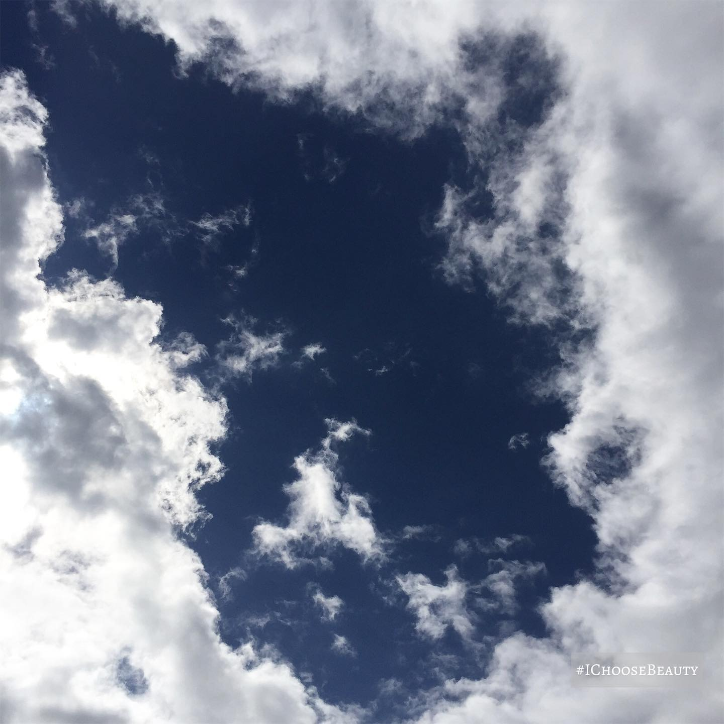Soooooo obsessed with this cool cloud formation!️️ #ichoosebeauty Day 2643