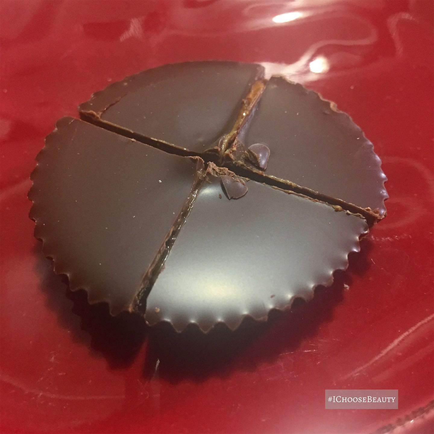 Sometimes I like to fancy up my @justins dark chocolate peanut butter cups by cutting them up and eating them off a pretty plate. 🤷🏽♀️ #ichoosebeauty Day 2672