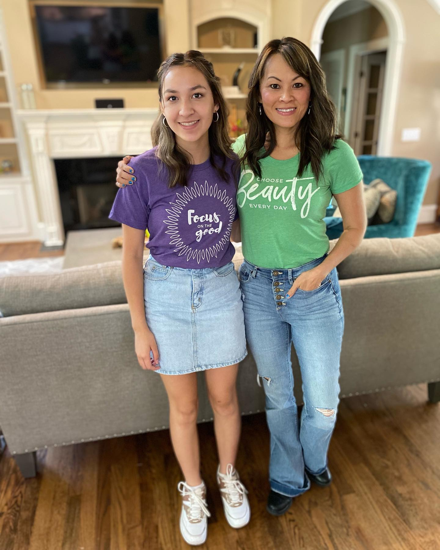 Check out this mom and daughter dynamic duo in @ichoose.beauty tees! Ava (on the left) is wearing our Unisex tee which has a looser fit; Tran has on our Women's tee which is form-fitting. #optionsforall 😀😀 Thank you so much for your support @onlocationwithtran! 5% of net proceeds goes to @mentalhealthamerica.